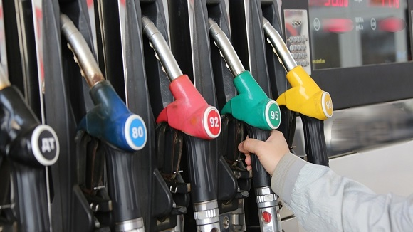 Бензину назначено подешеветь